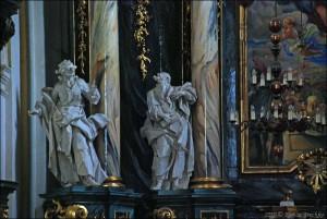 Вівтар костелу