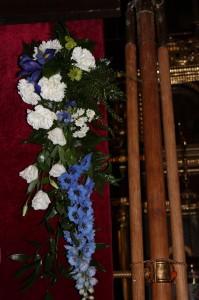 Прикрашаємо храм квітами